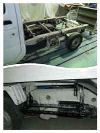 軽トラはモノコックですか。荷台下の骨組みみたいな物はフレームには含まないのでしょうか。フロントサスメンバーはキャブに直に取り付けていますか。(リヤエンジンのスバル自社製サンバーを除きます)