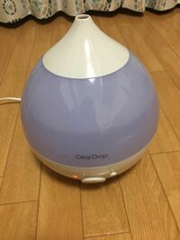 お願いです、教えてください!!!! つい最近DEW dropという加湿器を買ったのですが、コンセントに刺して水を入れてスイッチを入れてもミストを吹きません。  使い方が間違っているのでしょうか? どうやったら...