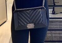 このシャネルCHANELのバッグの名前、値段。 このシャネルのバッグの名前や値段を教えてください、宜しくお願いします。