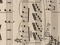 モーツァルトのピアノソナタ、K.545の画像の部分で、左右の手の粒がなかなか揃わないのですが、練習次第で、揃うようになると思いますか? 自分が弾いている安い電子ピアノは、鍵盤が固いので 、指に力を入れな...