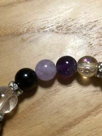 薄紫色のパワーストーンは何の石かわかりますか?