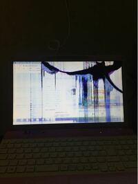 ノートパソコンの画面について ノートパソコンの画面が3〜4年前に壊れました。 久しぶりにやってました。 今、ノートパソコンをテレビに接続してますが、 やる事が大丈夫ですか?