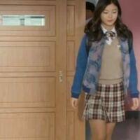 韓国ドラマ「ラブリーアラン」で キムユジョン ちゃんが着ていたこちらの デニムブルゾンが欲しくて 、 ずっと探しているのですが見つかりません。 どこで買えるのか知っている方 いらっしゃれば教えてください。