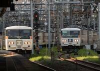湘南ライナー2号と4号はどちらの方が先に品川駅に着きますか?  湘南ライナー2号の東京行きと湘南ライナー4号の品川行きは どちらも品川駅着7時40分着で同時刻みたいですが。