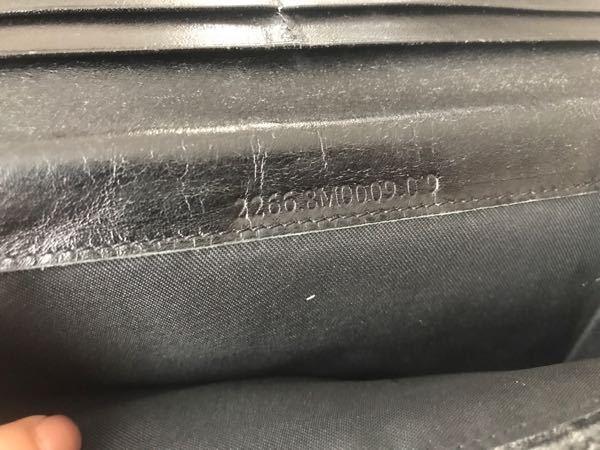 FENDIの長財布ですが、 シリアルナンバー 2266.8M0009.019 8Mから始まっていないので 偽物ですよね?!