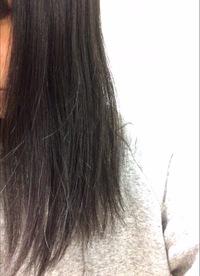 この髪で縮毛矯正とカットで、内巻きのボブにすることは可能でしょうか。髪は傷ついていて、S字にうねっています。毛量は多いです。行く美容院は縮毛矯正やパーマを売りにしていますが、施術が 本当は不可能なもので無理にされたりするのを考えると不安です。こんなことを言っては何も出来ないのは分かっていますが、初めて短くするので失敗が怖いです。
