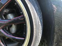 ホイールとタイヤの交換をしたいと考えています。 ホイールの直径を小さくして、タイヤを厚くしたいのですが、どのサイズを買えば良いのか分かりません。なるべく安くしたいのですが、おすすめがあれば教えていた...