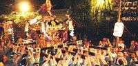 こちら葛飾区亀有公園前派出所の両津勘吉は都内「浅草」(台東区)出身という設定です。 そのため毎年浅草三社祭に出場し、御神輿を担ぎたがっています。 下町キャラクターは皆そのような人ばかりなのですか?