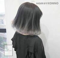 この髪色にした場合、ブリーチ必須だと思うのですが、色の持ちはどのくらいか大体でいいので教えてください! また、色落ちしたら毛先の白っぽい色は金髪になるんですか?