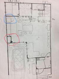 冷蔵庫の置き場所について質問です。 現在新築一戸建てで、間取り作成中です。 冷蔵庫の位置なのですが、今青印のところで検討しており、赤印がパントリーで奥行き45センチです。 パントリーと冷蔵庫の位置を入れ...