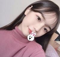 韓国ファッション、韓国アイドルが好きな方に質問です。  前髪を写真のようにシースルーバングにしたいのですが(セルフで)、どのようにしたらいいですか?  自分でシースルーバングにしたこ とがある方、でき...