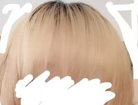 髪を染めようと思っているんですが、髪の毛がプリン状態のときってどんな感じになりますか?黒いとこにも入りますか? 入るとしたらどれくらい待ってから落とせばいいですか? (シルバーのカ ラーバターを使う...