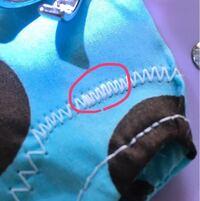 ハンドメイドを始めようとしてる者ですが、ミシンでボタンホールの縫い方を選択するとこう縫われます。 これはボタンホールの縫い方じゃないと思うのですが、原因がわかる方いますか?