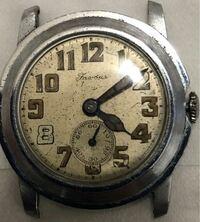 世界の古い時計メーカーに詳しい方! 謎の古い機械式時計を持っているのですが メーカーやこの時計や年代についてわかる方いませんか? お願いします!