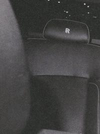 この画像のヘッドレストにRの文字が入った車の車種が知りたいんですけど、車に詳しい方教えてください。