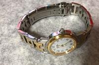 エルメス腕時計の修理について。。。 叔母にエルメス レディース クリッパー をもらいました。 長期間使用していないとのことで 電池も切れていたので、新しい電池と 交換しましたが動きません。 故障しているようです。 修理に出した場合、どれくらい費用が かかりますか? おおよそでいいので教えてください。