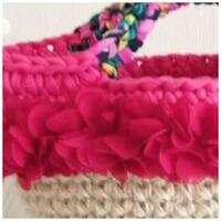 手芸初心者です。 このピンクの花びらのようなものは何ですか? ネットで購入したいのですが、名前が分からず検索出来ません(´;ω;`)