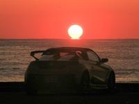 新潟県の夕日スポットを探してます。  10月20日前後で水平線に沈む綺麗な太陽が見たいです。  佐渡島に沈む夕日はNGです。    画像は日の出ですが、このように海に駐車場が隣接していると助 かります。 仲間...