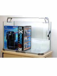 新しく水槽を買い換えたいのですが、こちらの商品どうですか?使用してる方、詳しい方よろしくお願いします‼︎ ・シンプルな水槽でできれば曲げガラス ・外部式フィルター(初めてチャレンジしてみたい) ・CO2添加なしで可能な水草育成 ・20匹くらいの小型熱帯魚  今自宅で使用しているLEDも3本はあります‼︎以下のセットが我が家に適応してなければ変更できます‼︎   以下楽天商品説明文です‼︎  ...