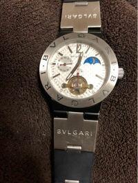 ブルガリの時計です。裏側にSD 38 S L 2161と書いてあります。こちらは本物でしょうか?インターネットで画像検索したところコピー品の画像しか出てきませんでした。ブランド品に詳しい方、回答お願いします