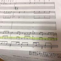 軽音部のベース初心者です。 ここの部分の弾き方なんですけど、 ①1小節で書いてあることを全てやるのか ②2x とはどのような意味なのでしょうか ③ここの弾き方のコツ を教えていただきたいです。 よろしくお願い致...