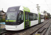 【電車】LRTと路面電車の違いって何ですか?? LRTって何かカッコいい感じがするけど、 路面電車と何が違うのでしょう??   詳しい方、教えて下さい!! (*≧∀≦*)