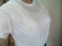 白いTシャツを着るとき、ブラが透けるので、白いタンクトップ着てますが、タンクトップが透けて見えるのは、大丈夫ですか? ベージュのタンクトップや、色は関係なくブラトップは、好きではないです。ちなみにTシ...