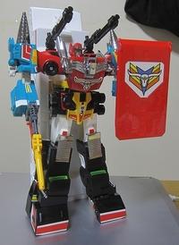 合体ロボットは リーダーパイロットとリーダー機が 頭になることが多いですか リーダーが頭ではない 合体ロボットと言えば何を思いつきますか? 私はランドバイソンですね ビッグランダーは下半身です