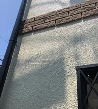 外壁塗装が終わり足場も撤去したのですが 改めて完成を見てみると 素人から見ても壁の浮きや塗装のムラなどが 目立ちます。 これは普通な完成でしょうか? 一応業者には直せる範囲は直して もらいたいと思っております。 その際に備えて 何かお知恵があれば教えて下さい  宜しくお願い致します。