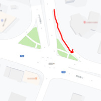 交差点で、信号の状態に関係なく左折できるショートカットウェイ(図の赤い線部分)が私の住む町には何個もあります。 多分、1970年代にはあったと思います。  このショートカットに呼び方はありますか? ...
