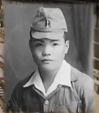 日本軍でこういう開襟シャツの襟を上着の襟の上に重ねた服を着るのは将校だけでしたか?
