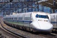 皆さんは新幹線のN700系か700系どちらが好きですか? 僕は700系が好きです。