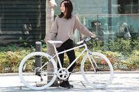 女子高生です 学校までの通学に自転車を買おうと思っています 写真のような白がいいなと思うんですけど、 これだと制服のスカートで乗りずらいですかね? スカートでも乗りやすくて、かっこいい自転車で おすすめがあったら教えてください。安めのを探しています。ブランドはよく分からないので気にしていません