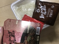 韓国のインスタント麺の作り方教えてください!  韓国旅行へ行き、ジャージャー麺を購入しましたが作り方がわかりません。 失敗したくないので教えていただきたいです。 麺は乾麺ではなく生 麺っぽいです。 ...