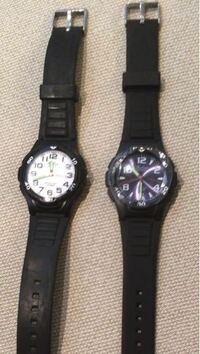 腕時計で両方とも1000円なんですが、どちらが無難だと思いますか?
