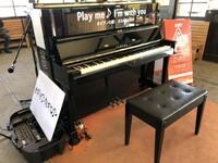 いつでも、だれでも弾ける駅ピアノって、たまにあるけど、  エレキストさんも、いつでもエレキが弾けるように  どこへ行くのも、ピックを持ち歩いているっていくのは本当ですか??
