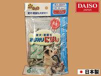 ハムスターに、ダイソーで売っている犬猫用のにぼしを与えても大丈夫ですか?画像のもので、原材料には「いわし」「食塩」「酸化防止剤(ビタミンE)と書いてあります。
