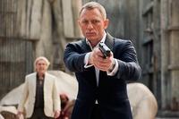 「007スカイフォール」2012年で、 復帰試験が不合格だったボンドを 合格させたMの真意は 何だったと分析すればいいのでしょうか?