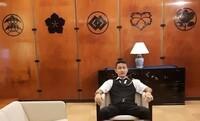 SNS等で有名な名古屋の鳥居智博氏はどのような事業をしている方でしょうか?  ワールドトレーディングジャパンという会社の社長?会長? のようで、名古屋の鳥居智博氏の自宅の表札には【ワールドトレーディン...