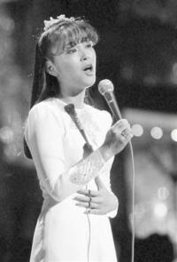 長い髪の毛で歌が上手い!! (上手かった) 歌手と言えば! 誰が思い浮かびますか?  岩崎宏美さん  主観。