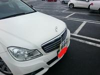 この教習車(ベンツEクラス)の車種を教えて下さい  特徴: - メルセデス・ベンツ Eクラス(だったと思う) - AT車, 右ハンドル - 教習用の装備(助手席向けのスピードメータ等)あり - ヤナセのステッカーあり  ...