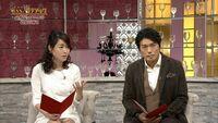 【放送事故】NHKの女子アナ・牛田茉友さん。やってしまいましたね。。いやらしい行動は控えてもらいたいです。。。 私たちは受信料を払っているのに❗これは問題行動ですよね!? 画像をご覧になってください、牛田茉友アナ、、見えていますよ、、、なぜ牛田アナはスカートを押さえなかったのでしょう?節操がないのでしょうか?