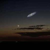 アンドロメダ大星雲について、  アンドロメダ銀河は、肉眼で見ると月より大きく見えるんですね?   実際の大きさは、天の川銀河の近所の銀河では最大ですか?