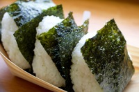 おにぎりの具  ツナマヨ・しやけ・明太子・たらこ・おかか・うめぼし  どれが食べたいですか?? 海苔はパリパリ・しっとりどちら??  私はツナマヨで海苔はパリパリが好きです。