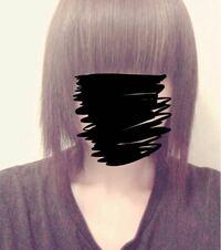 ベリーショートからずっと髪を伸ばしていて つい美容室に行くのがめんどくさくなってしまい自分で前髪を切ってしまったのですが前髪がものすごく重くなってしまいました 前髪を薄くしたいのですが、何かいい方法ありませんか?? これで美容室に行くのは恥ずかしいので美容室に行く以外でお願いします(><)