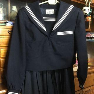 ヤフオクで中古のセーラー服を買うのは男性だと思うのですが。 間違いなく絶対に100%の確立で男性が買っていると思うのですが。 しかもその男性がそのセーラー服を着てあんなことやこんなことをしている...