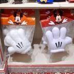 ディズニーシーに、こちらのミッキーミットは売っているでしょうか? 両手で売ってますか?