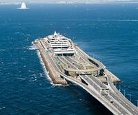 東京湾アクアライン、大地震で津波が発生し東京湾にも押し寄せた場合、 海ほたるの川崎側入り口から大量の海水が海底トンネル内に流れ込むのでは?