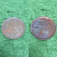 エラーコインについて詳しい方宜しくお願います。 ふと財布を見てみたら、片面しかない10円玉を発見しました。 本物のエラーコインであれば相当レアらしいですが…いかがでしょうか?