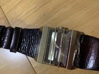 古い腕時計だと思うですが、この腕時計はどれくらい古くて当時いくらくらいするものだったのでしょうか?